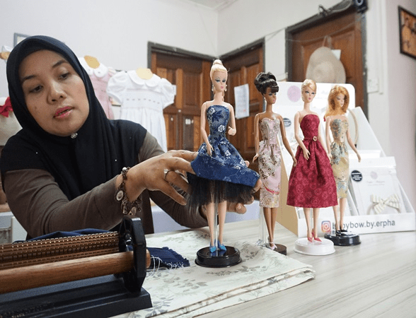 A Mother From Bintulu Sells Hundreds Of Custome Made Barbie Doll Dresses Internationally