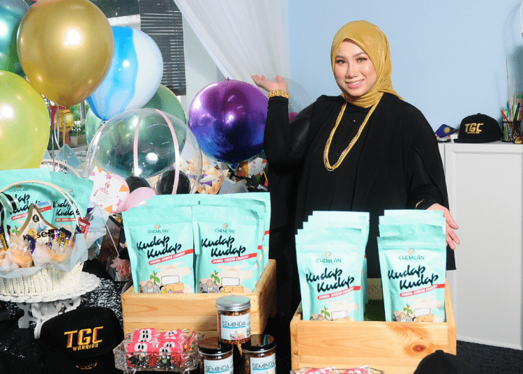 This 28 Y/O Mompreneur Shares How to Get Back on Track When Life Crushes You