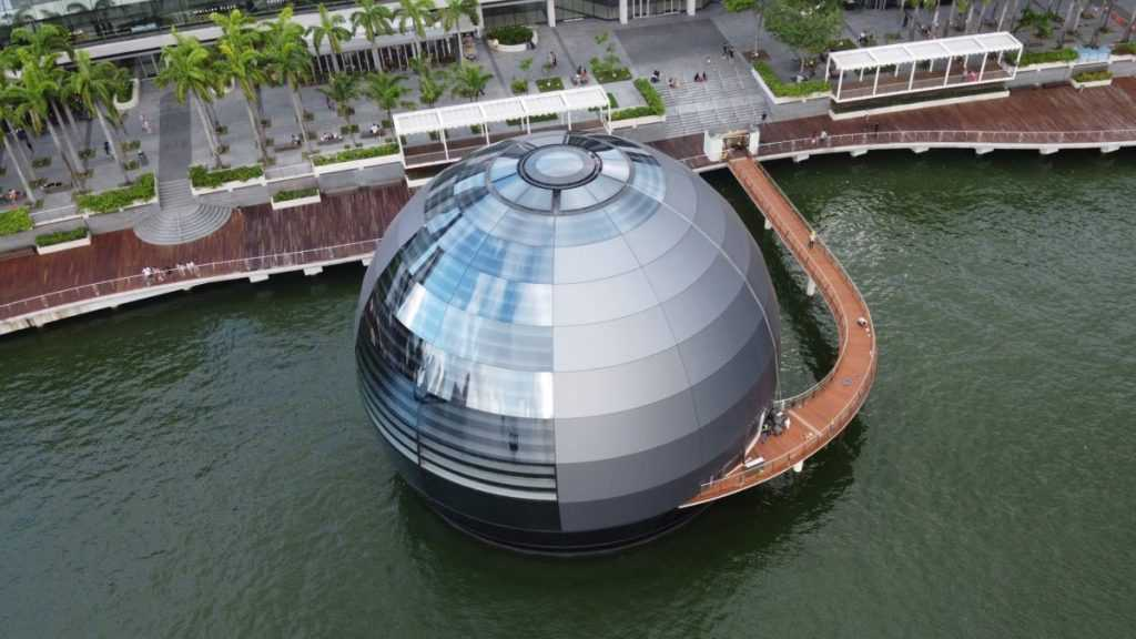 "This Apple Store In Singapore Will Be The First ""Floating Apple Store"" In The World"