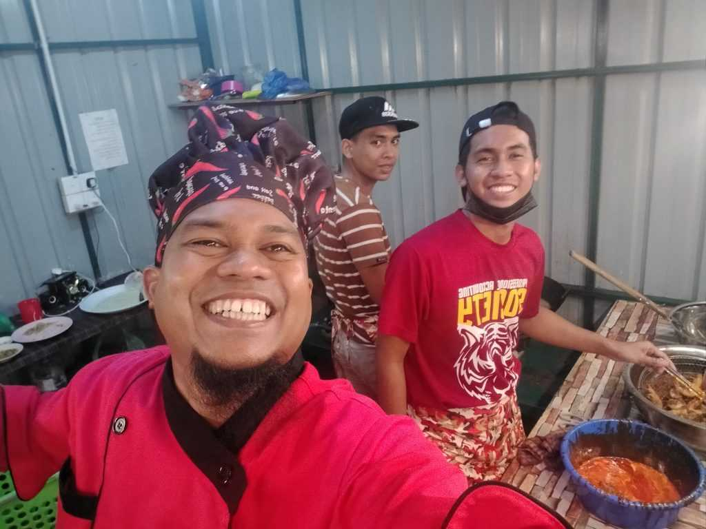 This 'Keropok Guy' Finally Owns A Stall After Selling Keropok On Foot For 2 Years