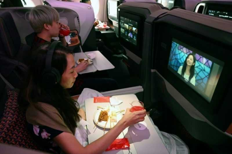 This Airline Lets Passengers Who Miss Flying To Dine On Board, Maybe MH Can Do It Too?