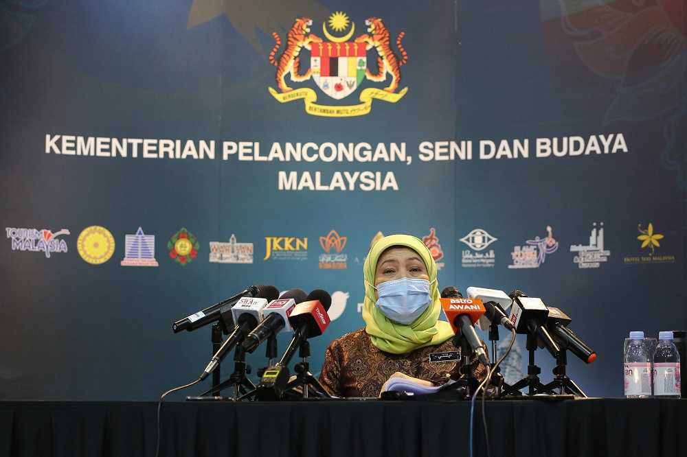 Govt Plans To Open Borders To Boost Malaysia's Tourism Industry