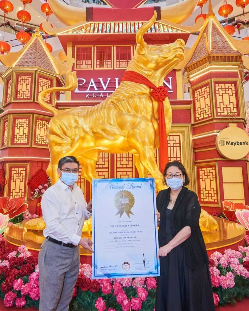 Pavilion KL Made It Into The M'sian Book Of Records By Displaying The Biggest Golden Bull!